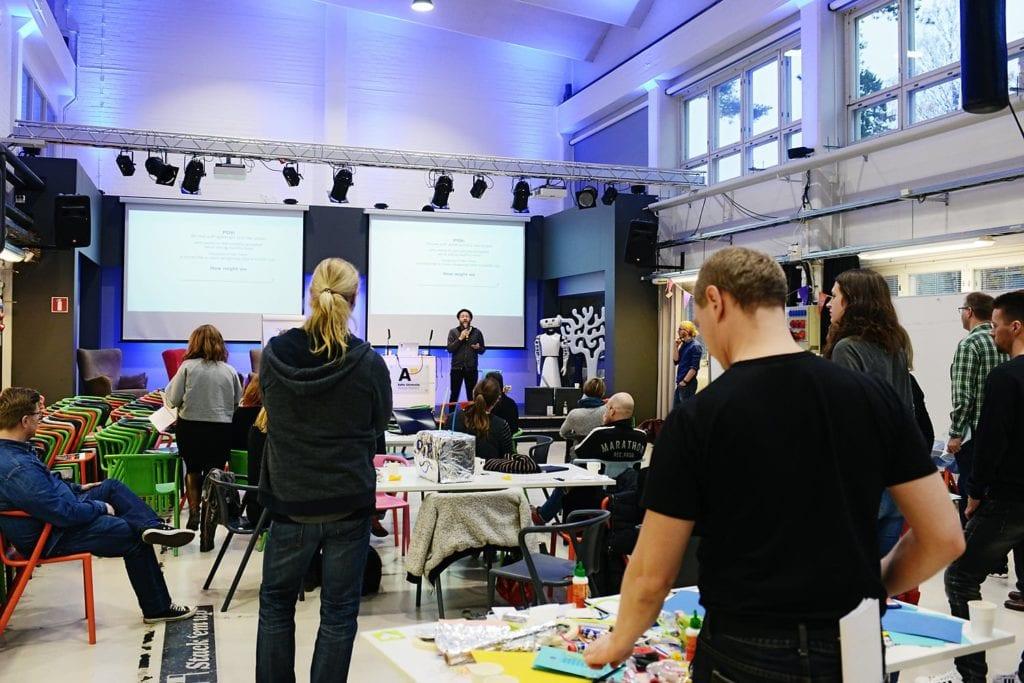 Innovaatioharjoituksia Uutisraivaaja-leirillä lokakuussa. Kuva: Ida Pimenoff.